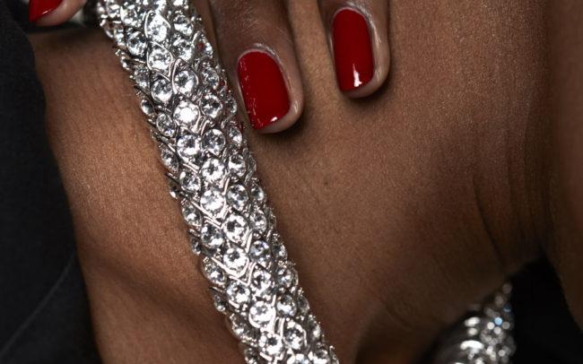 Jewels & hand Eleonora Bravi photographe beauté représenté par Agent Me